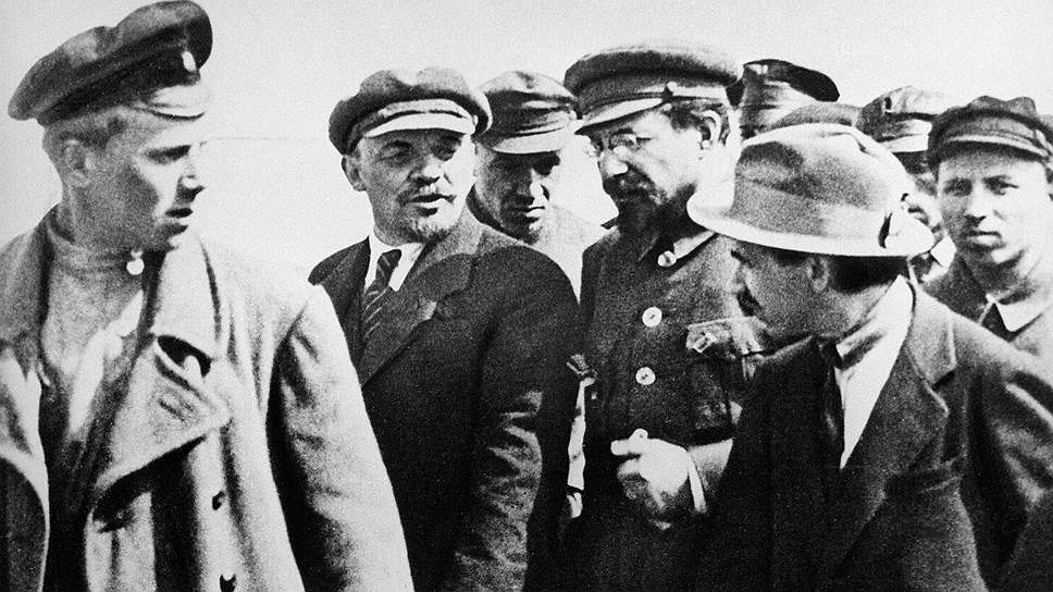 Ленин и Луначарский полагали, что начатую Временным правительством реформу правописания вполне возможно выдать за большевистский проект