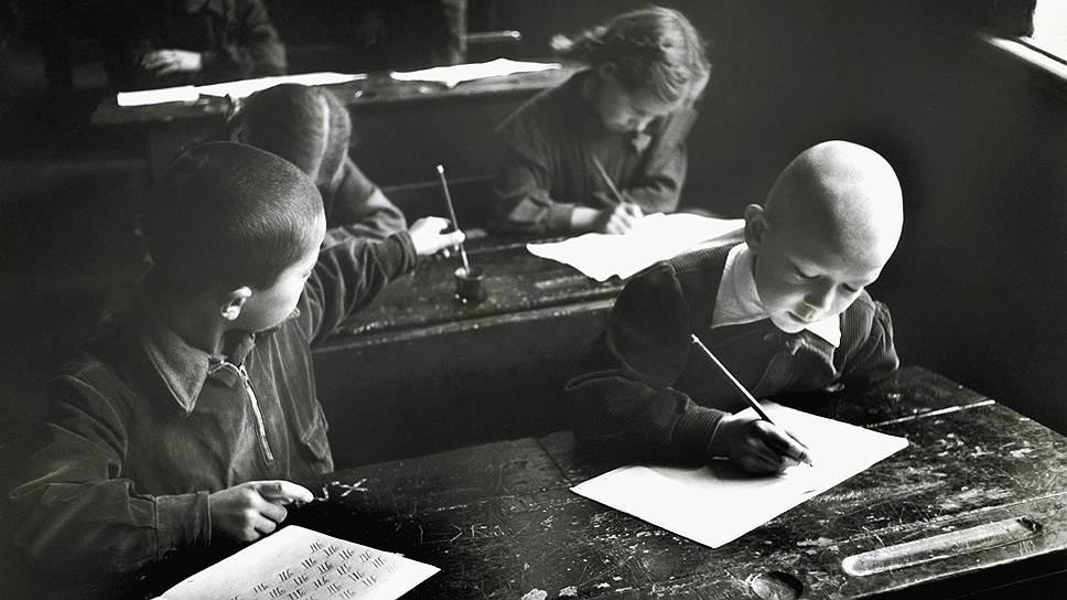 В результате большевистской кампании по ликвидации неграмотности новая орфография быстро вытеснила и дореформенную, и крестьянскую