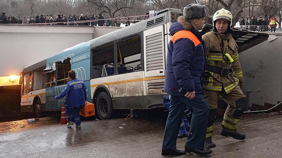 Как автобус совершил ДТП в подземном переходе