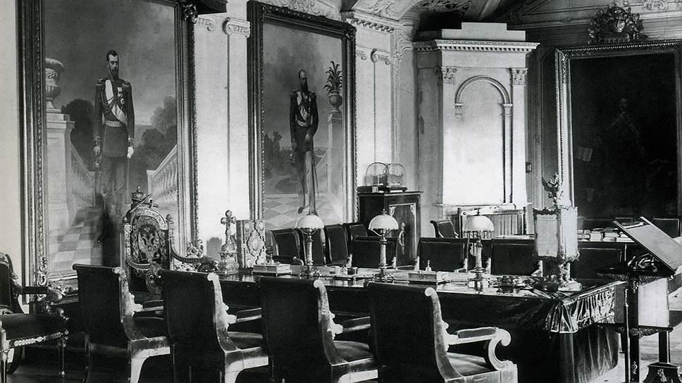 Императорское кресло в зале заседаний Синода напоминало его членам, что император незримо присутствует в зале и следит за их действиями