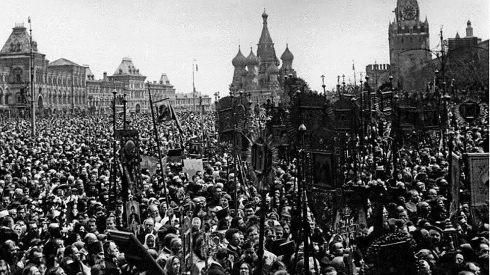 Большевики понимали, что православная церковь пользуется большим авторитетом, и видели в ней конкурента