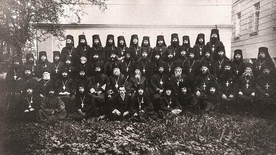 Корпорации, имеющие право присылать на собор своих делегатов, проводили общие собрания для их выборов. Монахи выбирали своих делегатов на Всероссийском монашеском съезде