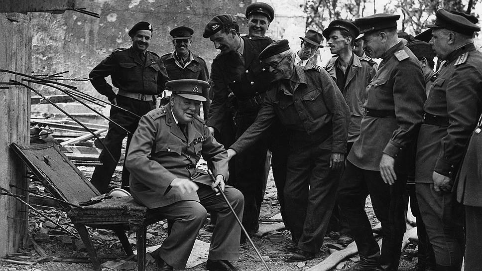 Черчилль считал, что Адольф Гитлер хуже дьявола, но с удовольствием посидел на его разрушенном кресле
