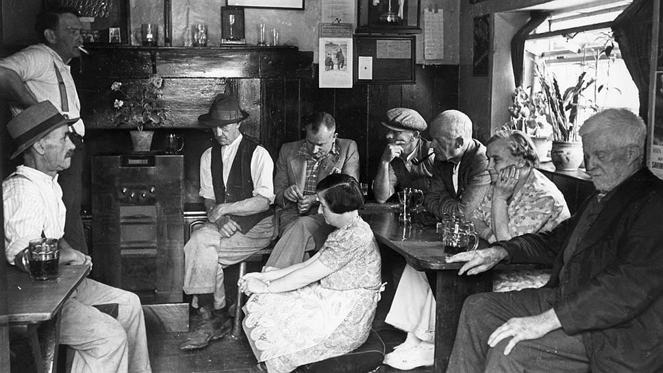 Британские радиослушатели в 1941 году собирались в пабах, когда выступал Черчилль