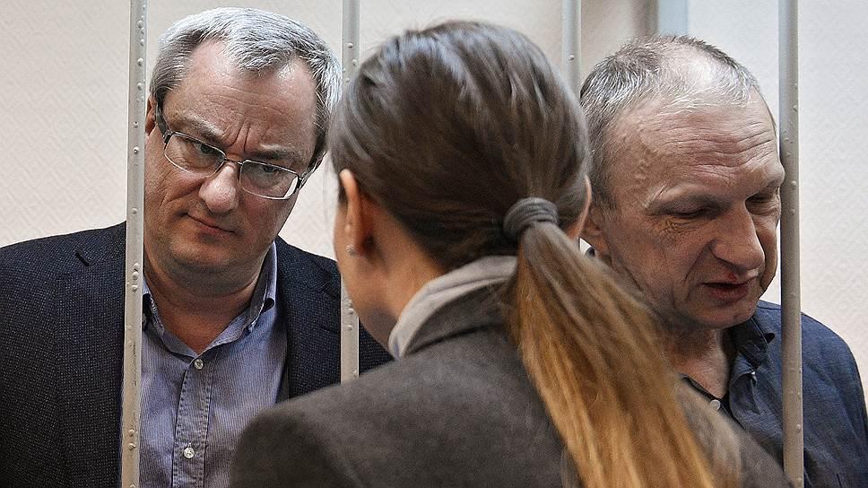 Бывший глава Республики Коми Вячеслав Гайзер (слева)