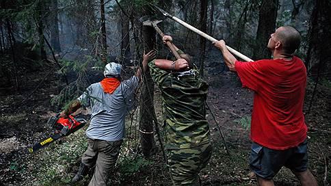 Добровольных пожарных не пускают к огню  / Волонтеры жалуются, что им запретили спасать леса