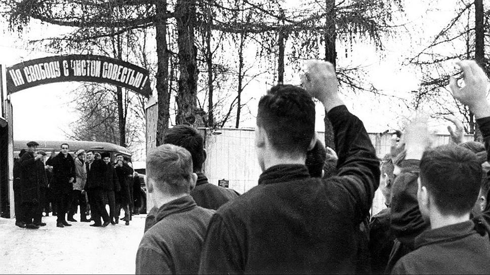 С 1933 года заключенные выходили на свободу с чистой совестью, но получали отметку в паспорте, ограничивающую выбор места жительства{amp}#xD;{amp}#xA;