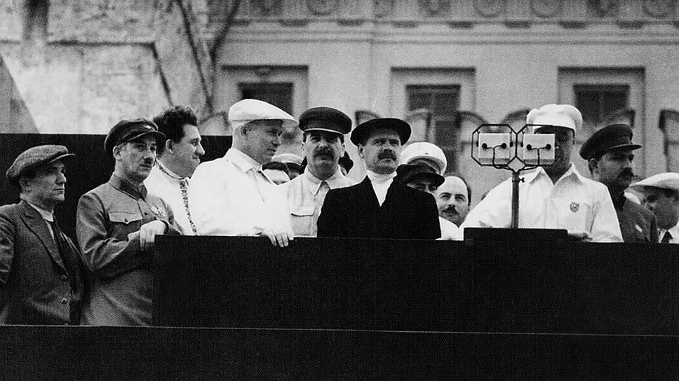 Ягода (на фото — второй слева) хотел, оставаясь для виду в стороне, стать центральной фигурой советской политической жизни