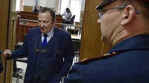 Бывшего петербургского депутата увезли с приговора в больницу // Вячеслав Нотяг получил три года за взятку