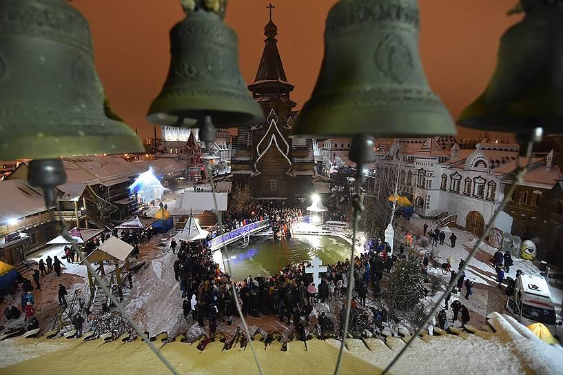 Москва. Купания на территории Измайловского кремля