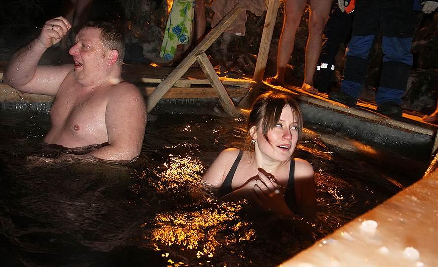 Самара. Крещенские купания в купели на Волге