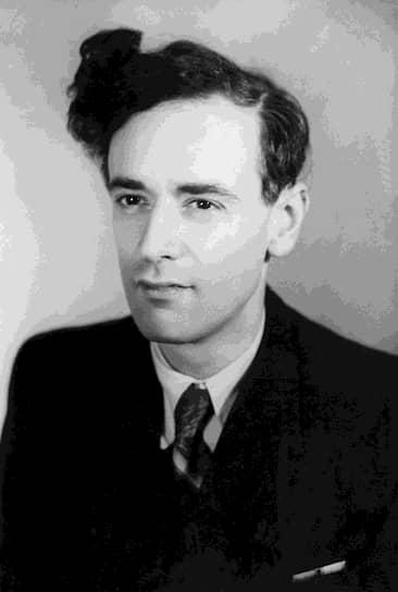 Лев Ландау родился 22 января 1908 года в Баку. В 1922 году окончил Бакинский экономический техникум и поступил в Бакинский государственный университет, где проходил обучение сразу на двух факультетах: физико-математическом и химическом. В 1924 году перевелся на физическое отделение физико-математического факультета Ленинградского университета