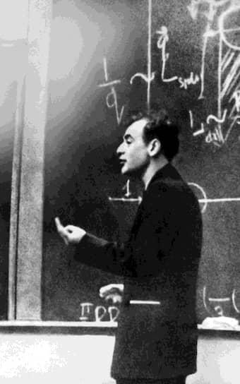 Лев Ландау был специалистом в различных областях физики — квантовая механика, физика твердого тела, магнетизм, физика низких температур, сверхпроводимость и сверхтекучесть, физика атомного ядра и физика элементарных частиц, физика космических лучей и других