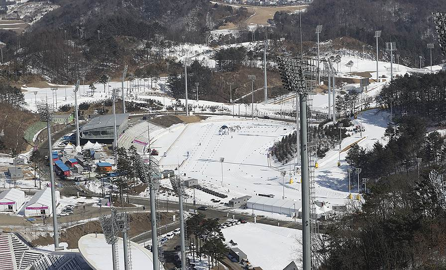 Лыжный стадион в Пхенчхане может принимать не только профильные соревнования. В теплое время года он превращается в поля для гольфа