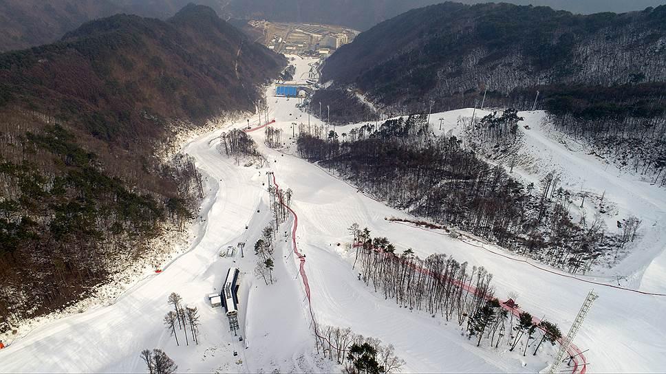 Горнолыжный комплекс в Пхенчхане был построен на лесистых горных склонах близ Чунбона, которые местные жители считают священными. К тому же эта территория является заповедником