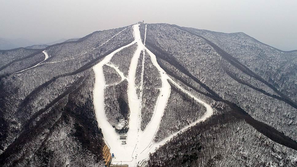 По завершении Игр большинство трасс горнолыжного центра будет снесено. На их месте снова высадят деревья. Обойдется это примерно в $95 млн
