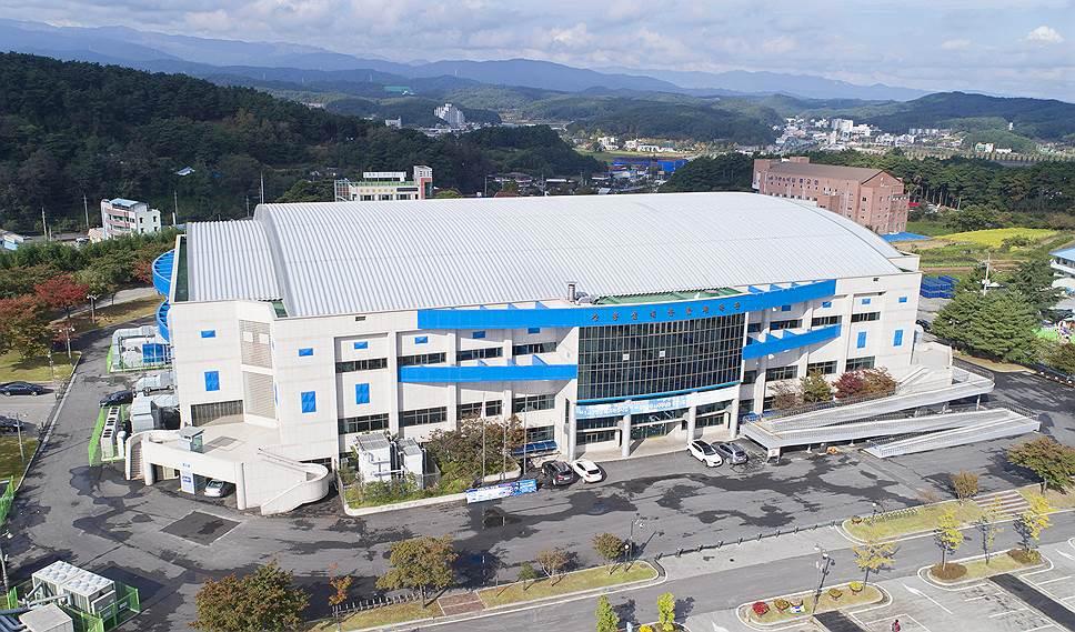 Стадион Gangneung Curling Centre был возведен еще в 1998 году в качестве хоккейной арены. Но на Играх он будет использоваться как место проведения соревнований по керлингу