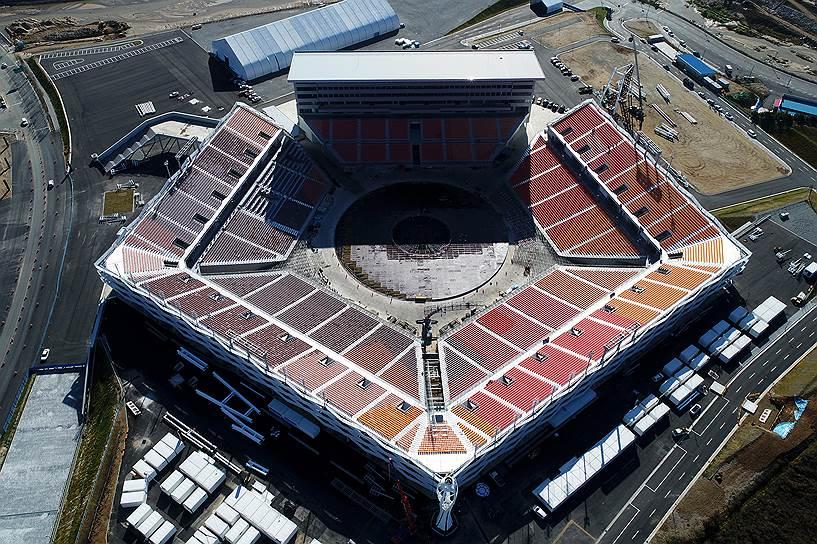 Возведение главного стадиона Игр обошлось в $78 млн. Впрочем, это не помешало корейским властям принять решение о сносе арены по завершении Олимпиады. Оспаривать обоснованность вердикта о сносе трудно. Ведь сложно представить, как можно использовать стадион вместимостью в 35 тыс. человек в городе с населением в 40 тыс. человек