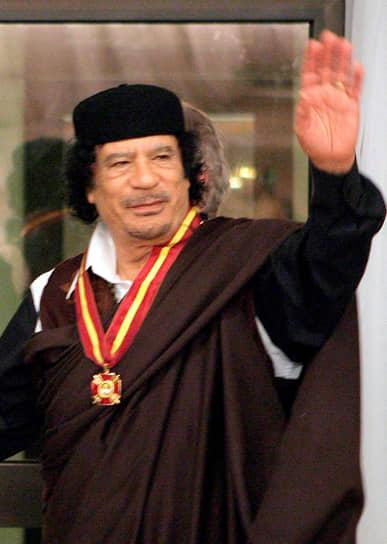 20 октября 2011 года в Сирте при попытке покинуть осажденный город был взят в плен и в тот же день убит глава Ливии Муаммар Каддафи. Тело полковника и его ближайших сторонников было выставлено на всеобщее обозрение в холодильнике