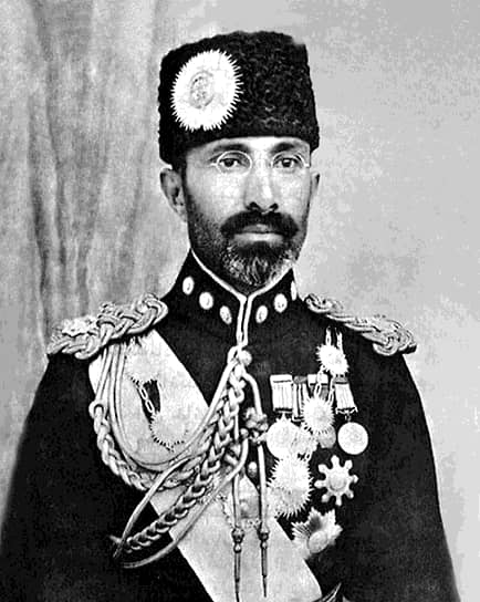 8 ноября 1933 года во время торжественной церемонии в лицее «Неджат» был застрелен король Афганистана Мухаммед Надир-шах. Убийцей стал 19-летний учащийся Абдул Халид Хазар, не согласный с политикой короля, в том числе с гонениями на интеллектуальную элиту страны. Вскоре после убийства он был арестован и четвертован, а его родственники, включая отца и дядю, повешены