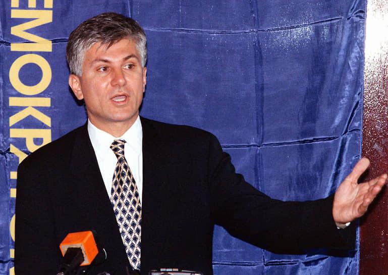 12 марта 2003 года был убит премьер-министр Сербии Зоран Джинджич. Следствие установило, что убийцей премьера был заместитель командира отряда спецназа МВД Сербии Звездан Йованович, который хотел прекратить «выдачу сербских патриотов Гаагскому трибуналу». Всего за организацию и исполнение убийства были осуждены семь человек