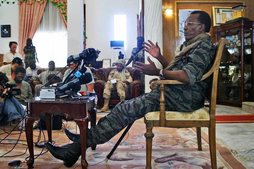 20 апреля 2021 года президент Чада и бывший главнокомандующий Идрис Деби Итно скончался в бою с группировкой, вторгшейся в страну из Ливии. О смерти маршала, более 30 лет управлявшего страной, стало известно на следующий день после объявления о его очередной победе на президентских выборах