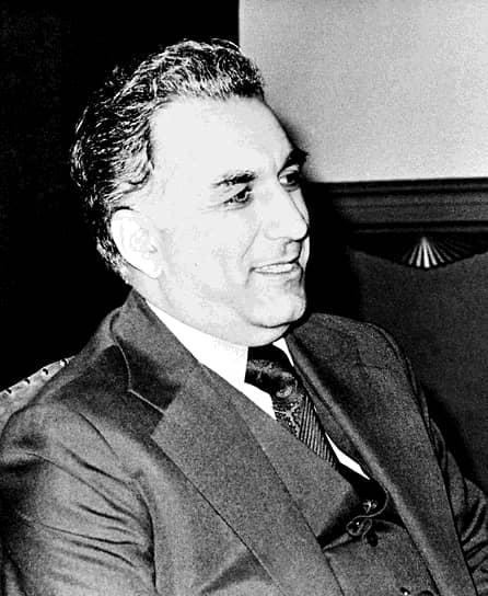 Следующий глава Афганистана Хафизулла Амин скончался в результате штурма резиденции «Тадж-бек», организованного советскими  военными. Он был застрелен (по другой версии — покончил с собой), место захоронения неизвестно