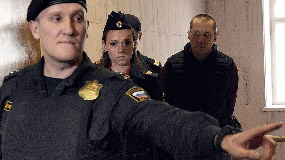 Почему защитник семьи полковника Захарченко просит Владимира Путина разобраться в его деле