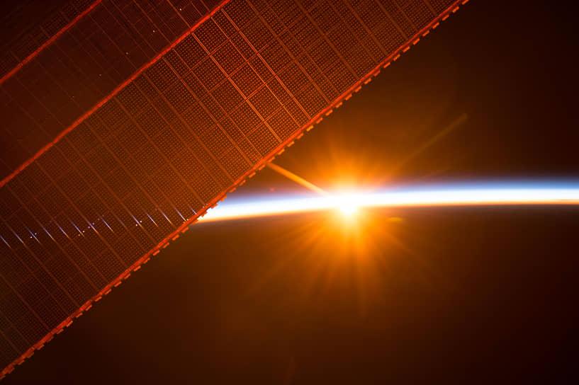Экипаж станции встречает 16 рассветов и закатов каждый день