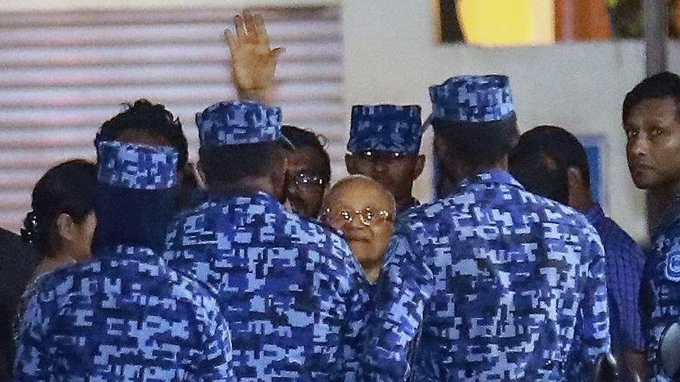 Что происходит на Мальдивах