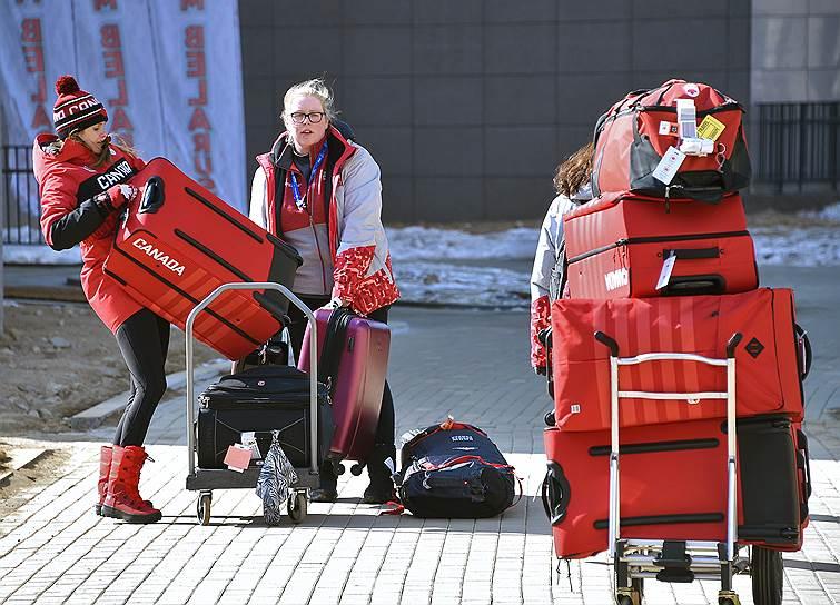 Спортсмены из Канады заселяются в Олимпийскую деревню