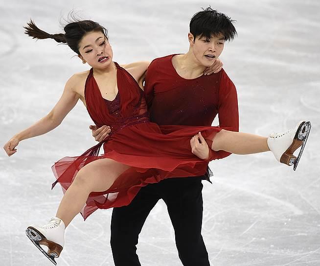 Майя Шибутани и Алекс Шибутани (США) время выступления в произвольной программе танцевальных пар в командных соревнованиях по фигурному катанию