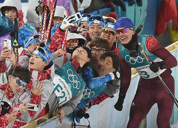 Российский спортсмен Александр Большунов после гонки в лыжном спринте