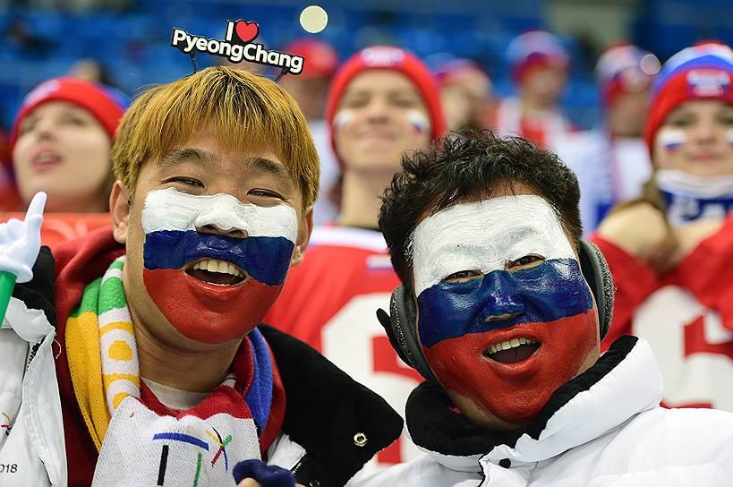 Болельщики во время хоккейного матча группового этапа между российской командой и сборной Словакии