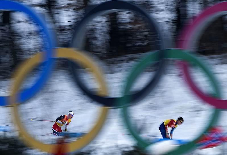 Эстафета в соревнованиях по лыжным гонкам среди мужчин
