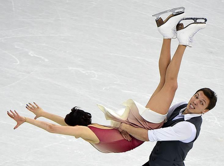Российские фигуристы Екатерина Боброва и Дмитрий Соловьев на выступлении в произвольной программе танцевальных пар