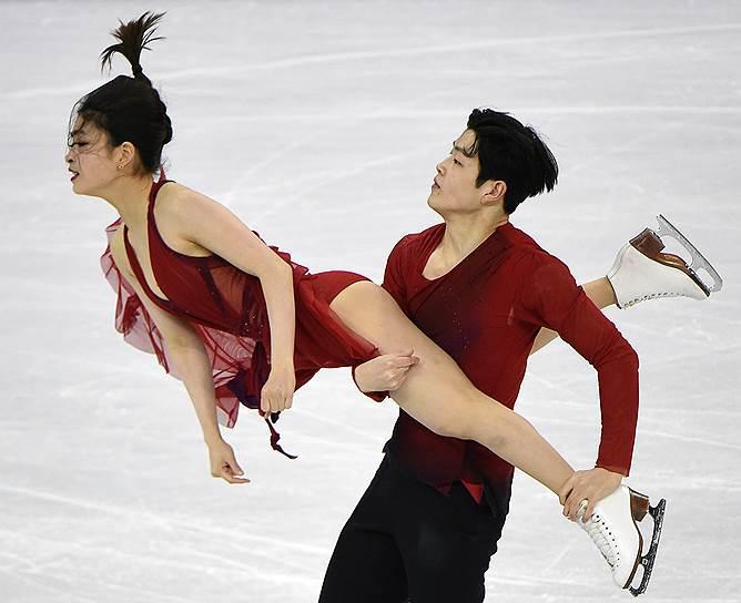 Американские спортсмены Майя Шибутани и Алекс Шибутани