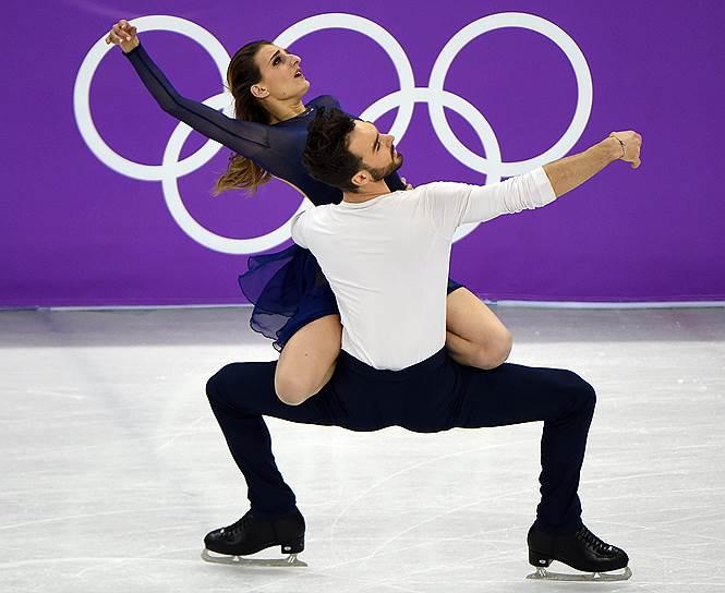 Французские фигуристы Габриэлла Пападакис и Гийом Сизерон во время произвольной программы танцевальных пар