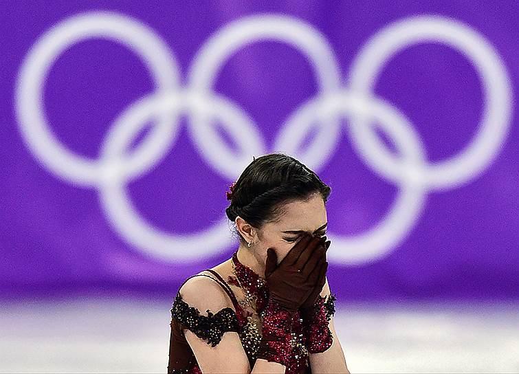 Российская фигуристка Евгения Медведева после выступления в произвольной программе женского одиночного катания