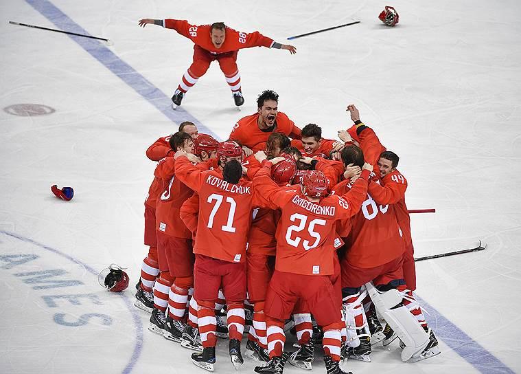 Российские хоккеисты после финального матча по хоккею среди мужчин между сборной Германии и командой Олимпийских спортсменов из России