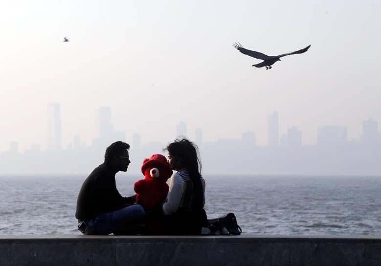 В 2021 году, по данным сайта знакомств OkCupid, 54% женщин в Индии отказались бы пойти на свидание с мужчиной, если бы он не был вакцинирован от коронавируса. В то же время 67% мужчин были бы не против пойти на свидание с женщиной без прививки