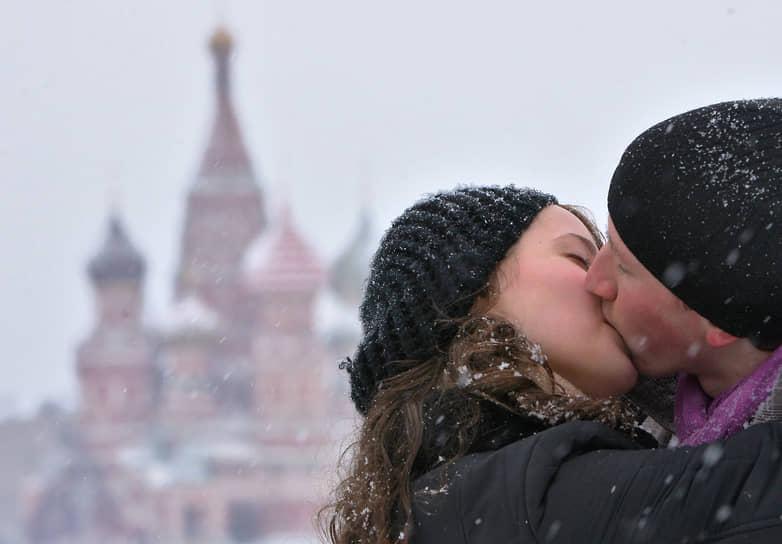Опрос «Авито Работа» показал, что 27% россиян планируют потратить на подарок ко Дню святого Валентина до тысячи рублей, а 38% респондентов готовы выложить до 3 тыс. руб. 14% признались, что не отмечают 14 февраля, потому что предпочитают отечественный праздник – День Петра и Февронии