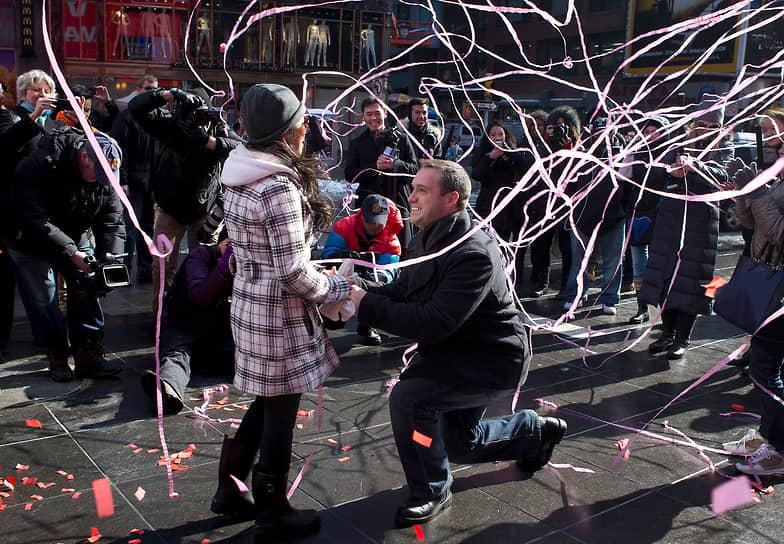 По данным Национальной федерации розничной торговли, расходы американцев на празднование Дня святого Валентина в 2021 году составят $21,8 млрд (в среднем — $164,76 на человека). Для сравнения, годом ранее они потратили рекордные $27,4 млрд