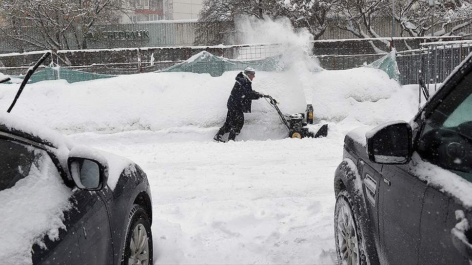 Почему у московских коммунальщиков возникли проблемы с уборкой снега