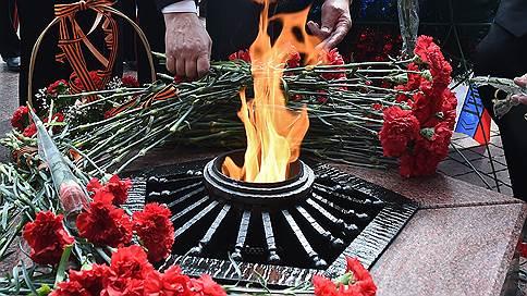 Могилу неизвестного солдата сровняли с землей // В Севастополе на месте захоронения защитника города построили частный дом