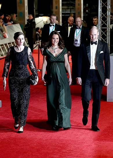 Герцогиня Кембриджская Кэтрин (в центре) с принцем Уильямом на церемонии вручения наград BAFTA