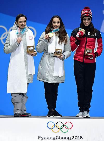 Слева направо: российские фигуристки Евгения Медведева, Алина Загитова, канадская фигуристка Кейтлин Осмонд