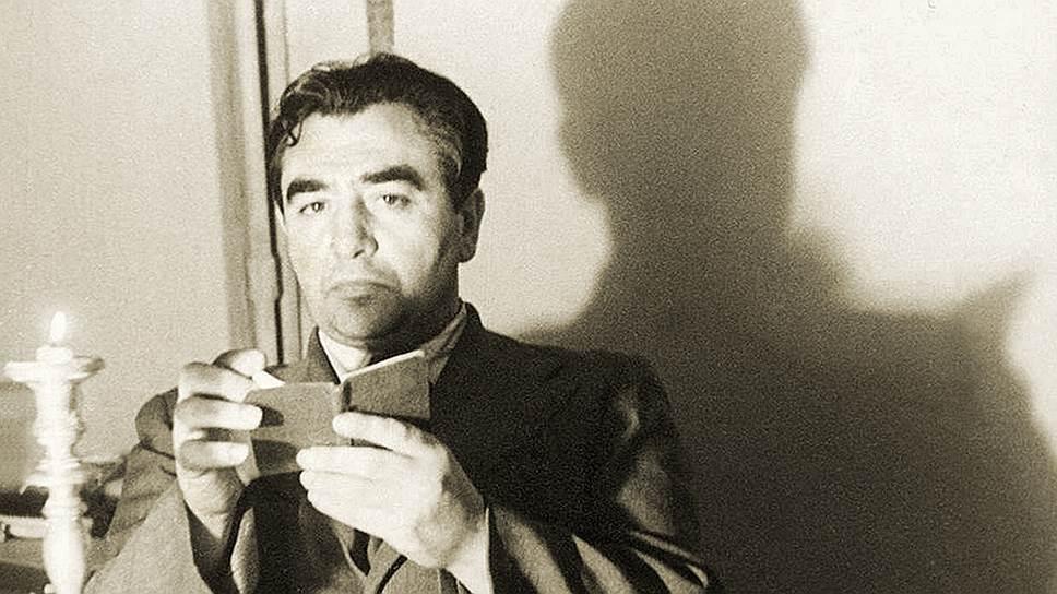 Собрав уникальную коллекцию преследуемых авангардистов, Николай Харджиев не смог противостоять мошенникам и лишился большей части своего собрания
