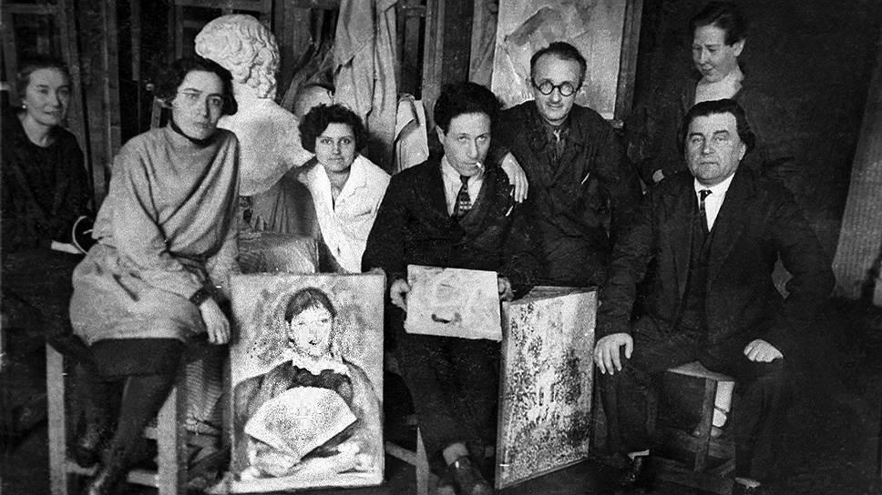 После 1932 года художников-экспериментаторов перестали выставлять, и казалось, что их произведения больше никогда не будут востребованы