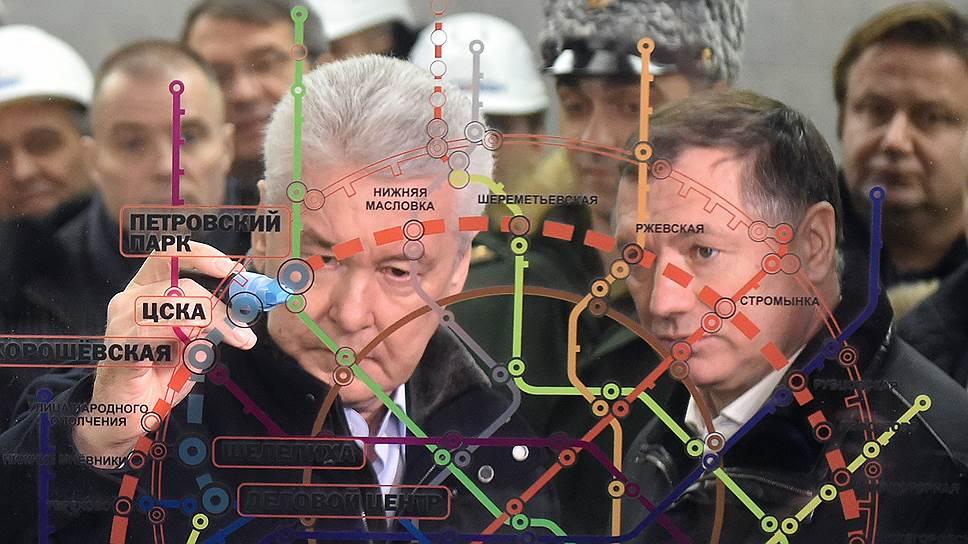 Мэр Москвы Сергей Собянин (слева) и заместитель мэра по вопросам градостроительной политики и строительства Марат Хуснуллин